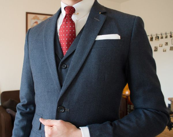 The dark blue suit - Why you should not wear a black suit