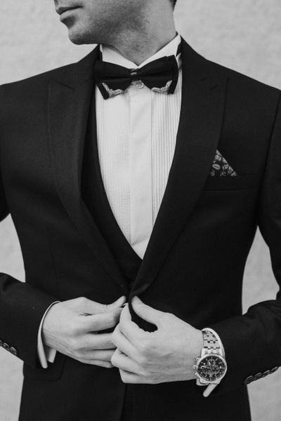 12 Tips How to Wear a Men's Suit