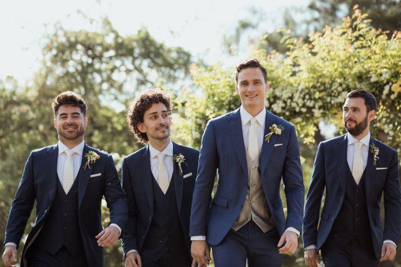 Anzüge für Hochzeitsgäste Der Style Guide für Smoking