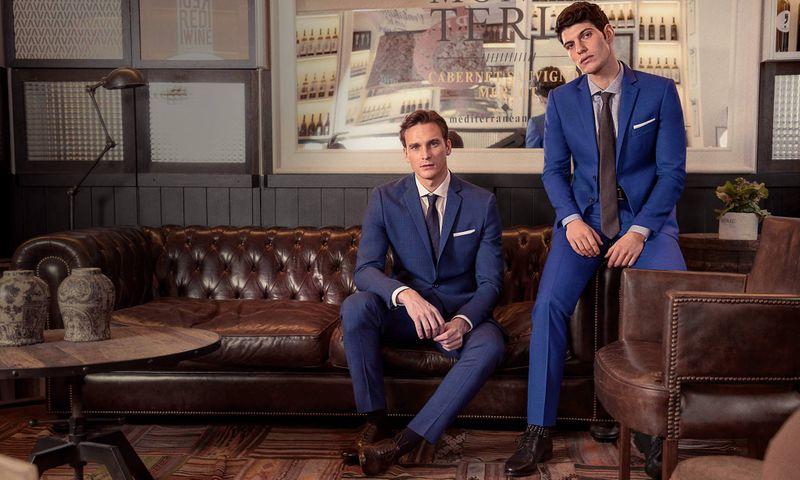 Welche Hemdfarbe sieht am besten auf einem blauen Anzug aus?