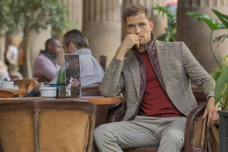 Guide : Règles de base pour savoir combiner un blazer avec un pantalon chinos