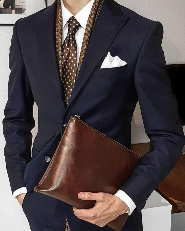 Nodo cravatta: come fare il nodo alla cravatta.